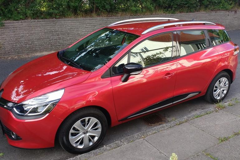 Billig billeje af Renault Clio Diesel Stationcar med GPS nær 5240 Odense.