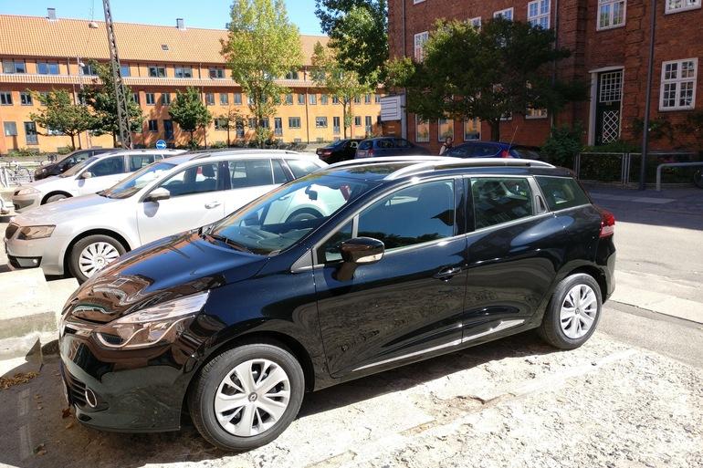 Billig billeje af Renault Clio Sports Tourer dCI med GPS nær 2400 København.