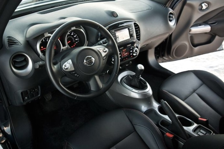 Billig biluthyrning av Nissan Juke f15 med AUX/MP3-ingång i närheten av 117 61 Stockholm.
