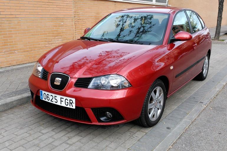 Alquiler barato de Seat Ibiza Stylance 1.4 16V 100 con equipamiento AUX/Reproductor MP3 cerca de 28914 Leganés.