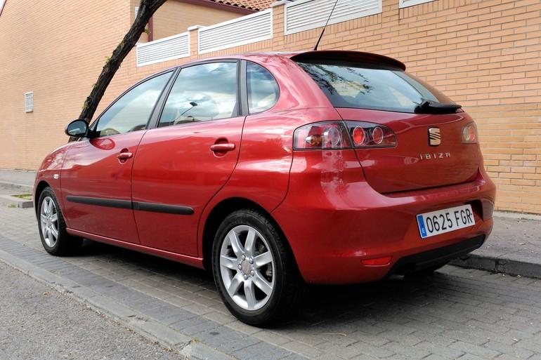 Alquiler barato de Seat Ibiza Stylance 1.4 16V 100 con equipamiento Bluetooth cerca de 28914 Leganés.