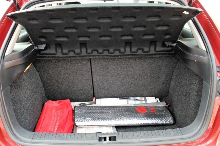 Alquiler barato de Seat Ibiza Stylance 1.4 16V 100 con equipamiento Cadenas de nieve cerca de 28914 Leganés.