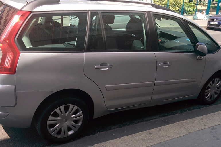 Location économique de voiture de Citroen C4 Grand Picasso avec Lecteur de CD proche de 75013 Ivry-sur-Seine.
