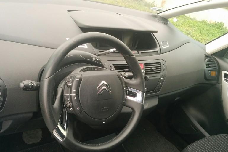 Location économique de voiture de Citroen C4 Grand Picasso avec Climatisation proche de 75013 Ivry-sur-Seine.