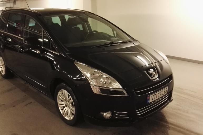 Billig leie av Peugeot 5008 med AUX/MP3-inngang nærheten av 7022 Trondheim.
