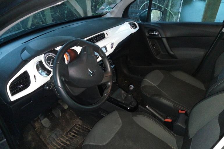 Location économique de voiture de Citroen C3 avec Entrée AUX/MP3 proche de 69002 Lyon.