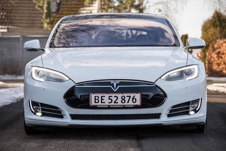 Billig billeje af Tesla Model S P85 med Isofix beslag nær 2630 Taastrup.