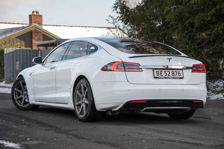 Billig billeje af Tesla Model S P85 med Bluetooth nær 2630 Taastrup.