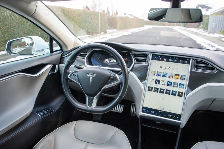 Billig billeje af Tesla Model S P85 med Cruise control nær 2630 Taastrup.