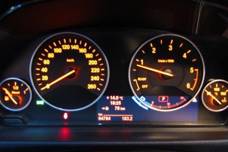 Alquiler barato de Bmw Serie 4 F32 420D Sport con equipamiento Elevalunas eléctricos  cerca de 28001 Madrid.
