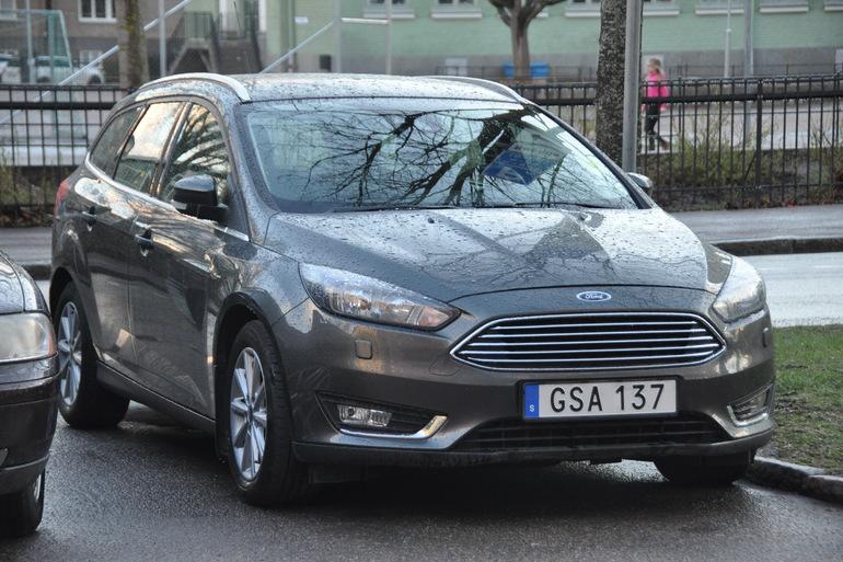 Billig biluthyrning av Ford Focus Titanium kombi med AUX/MP3-ingång i närheten av 753 29 Uppsala.