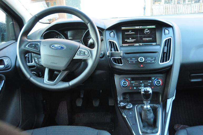 Billig biluthyrning av Ford Focus Titanium kombi med Aircondition i närheten av 753 29 Uppsala.