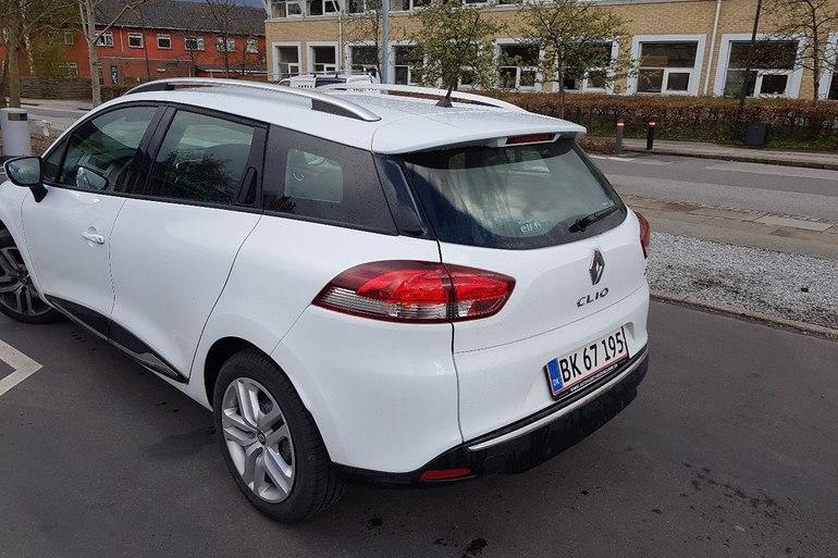 Billig billeje af Renault Clio Stationcar med AUX/MP3 indgang nær 2200 København.