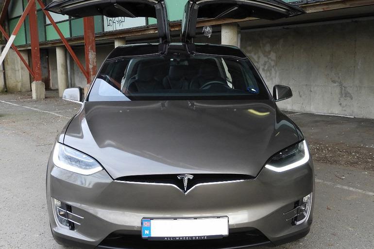 Billig leie av Tesla Model X90D med GPS nærheten av 0355 Oslo.