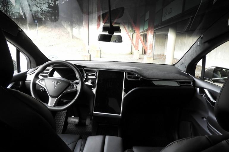 Billig leie av Tesla Model X90D med Vinterdekk nærheten av 0355 Oslo.