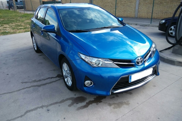 Alquiler barato de Toyota Auris Active 1.6 Vvt-I con equipamiento AUX/Reproductor MP3 cerca de 28011 Madrid.