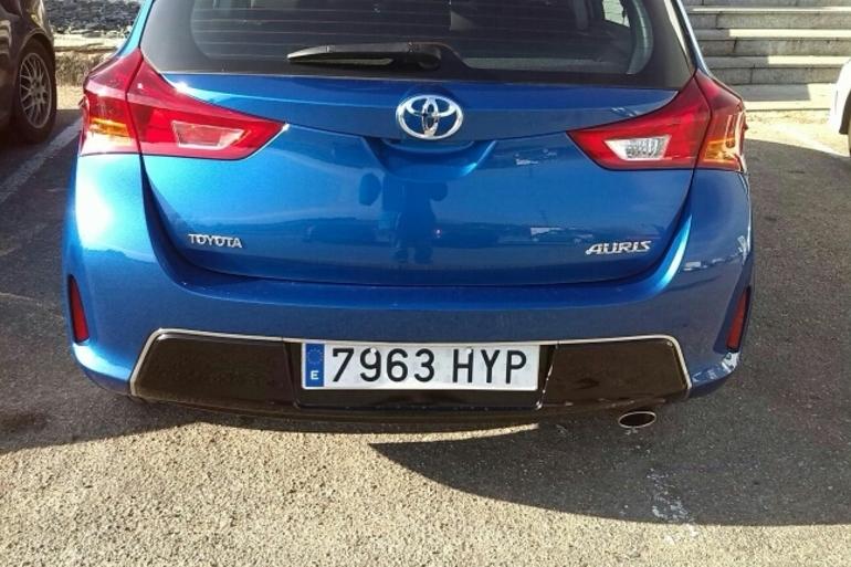 Alquiler barato de Toyota Auris Active 1.6 Vvt-I con equipamiento Aire acondicionado cerca de 28011 Madrid.