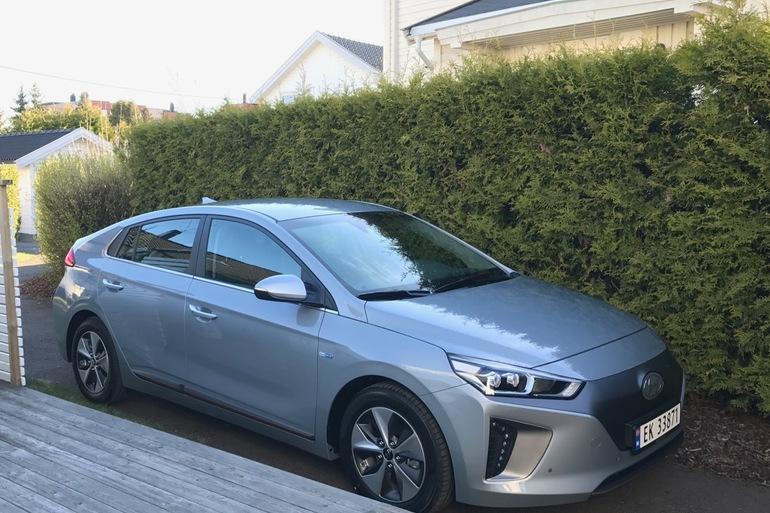 Billig leie av Hyundai Ioniq med GPS nærheten av 1163 Oslo.