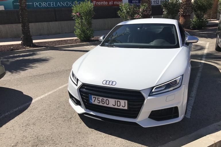 Alquiler barato de Audi Tt 2.0 Tdi S-Line Edition con equipamiento AUX/Reproductor MP3 cerca de 46015 València.