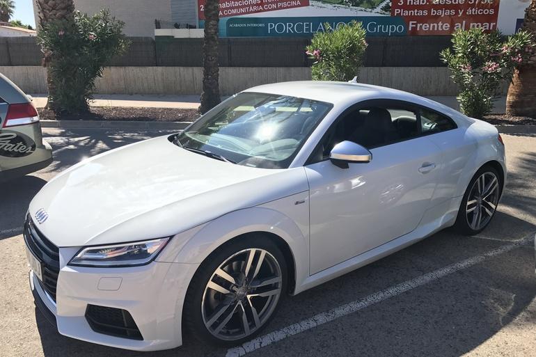 Alquiler barato de Audi Tt 2.0 Tdi S-Line Edition con equipamiento GPS cerca de 46015 València.
