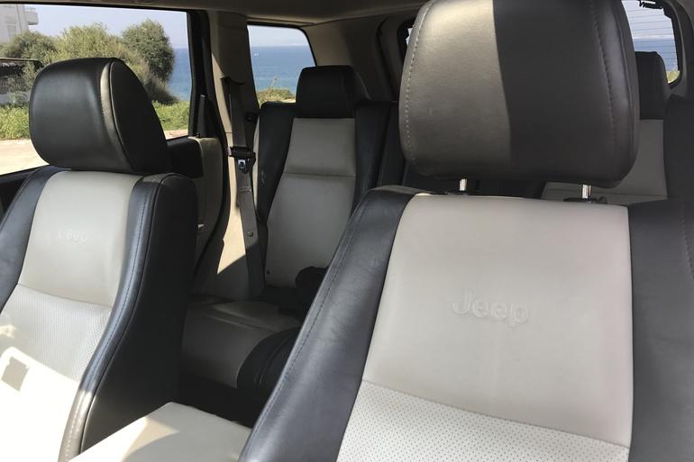 Alquiler barato de Jeep Grand Cherokee 5.7 V8 Hemi Limited con equipamiento Lector CD cerca de 07609 Llucmajor.