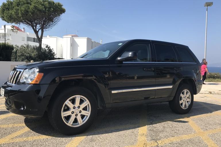 Alquiler barato de Jeep Grand Cherokee 5.7 V8 Hemi Limited con equipamiento GPS cerca de 07609 Llucmajor.