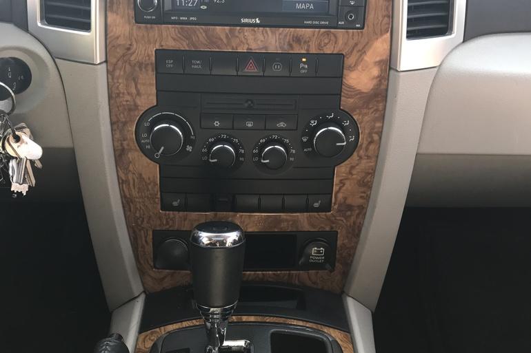 Alquiler barato de Jeep Grand Cherokee 5.7 V8 Hemi Limited con equipamiento Aire acondicionado cerca de 07609 Llucmajor.