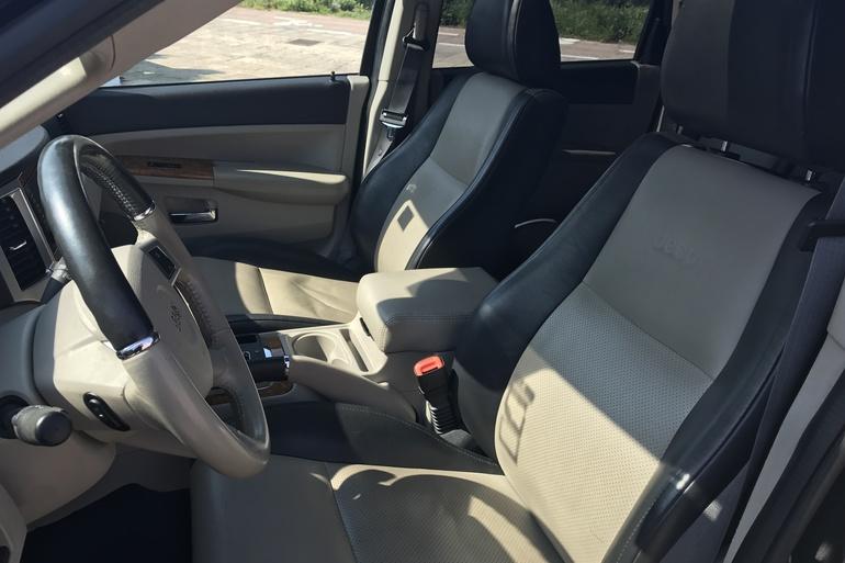 Alquiler barato de Jeep Grand Cherokee 5.7 V8 Hemi Limited con equipamiento AUX/Reproductor MP3 cerca de 07609 Llucmajor.