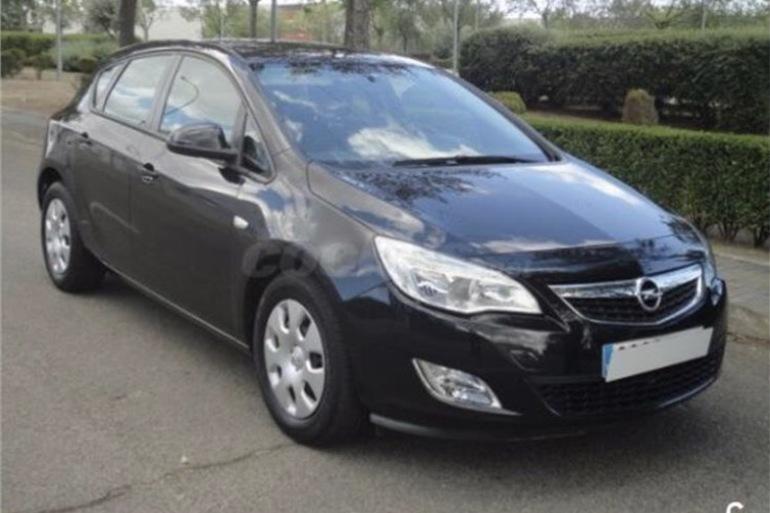 Alquiler barato de Opel Astra 1.7 Cdti 125 Selective con equipamiento AUX/Reproductor MP3 cerca de 28660 Boadilla del Monte.