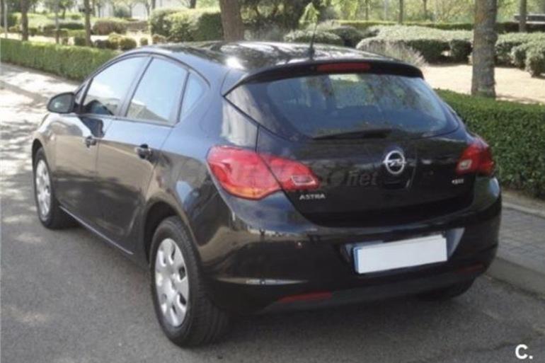 Alquiler barato de Opel Astra 1.7 Cdti 125 Selective con equipamiento Aire acondicionado cerca de 28660 Boadilla del Monte.