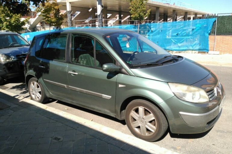 Alquiler barato de Renault Scenic Confort Dynam. 1.5dci105 con equipamiento Aire acondicionado cerca de 28521 Rivas-Vaciamadrid.
