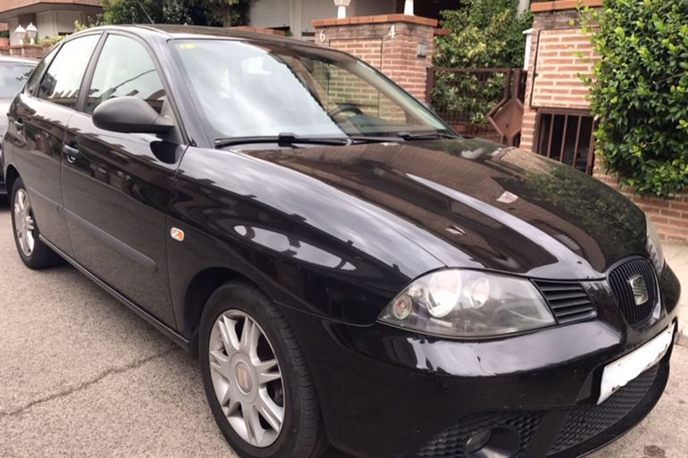 Alquiler barato de Seat Ibiza Hit 1.9 Tdi con equipamiento AUX/Reproductor MP3 cerca de 28221 Majadahonda.