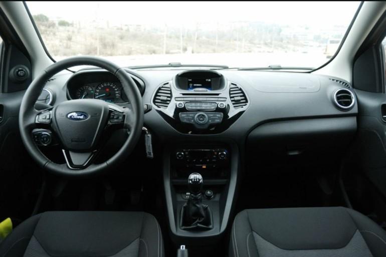 Alquiler barato de Ford Ka 1.2 Trend+ con equipamiento Aire acondicionado cerca de 28027 Madrid.