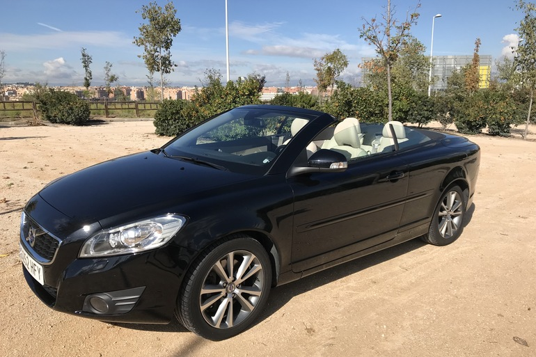 Alquiler barato de Volvo C70 Cabrio 2.0 D Momentum At con equipamiento AUX/Reproductor MP3 cerca de 28033 Madrid.