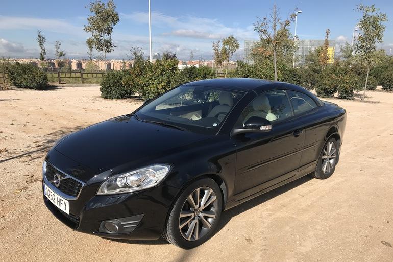 Alquiler barato de Volvo C70 Cabrio 2.0 D Momentum At con equipamiento Bluetooth cerca de 28033 Madrid.