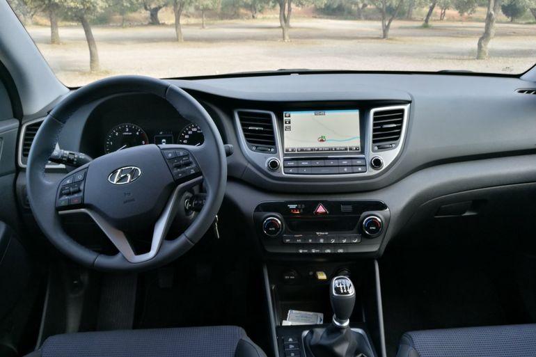 Alquiler barato de Hyundai Tucson 1.7crdi Bd Klass Nav 4x2 con equipamiento AUX/Reproductor MP3 cerca de 46010 València.
