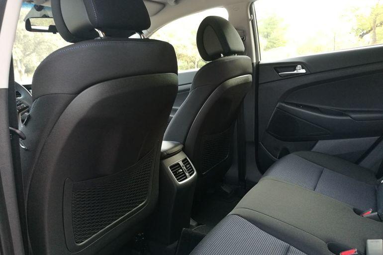 Alquiler barato de Hyundai Tucson 1.7crdi Bd Klass Nav 4x2 con equipamiento Lector CD cerca de 46010 València.