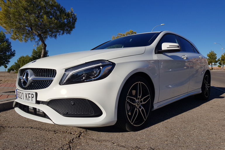 Alquiler barato de Mercedes A (176) 200 Cdi Be Amg Sport con equipamiento Aire acondicionado cerca de 28031 Madrid.