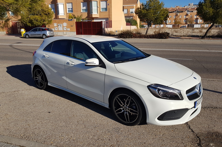 Alquiler barato de Mercedes A (176) 200 Cdi Be Amg Sport con equipamiento Control de velocidad cerca de 28031 Madrid.