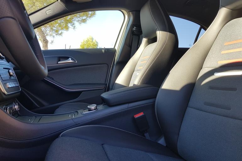 Alquiler barato de Mercedes A (176) 200 Cdi Be Amg Sport con equipamiento Cambio automático cerca de 28031 Madrid.