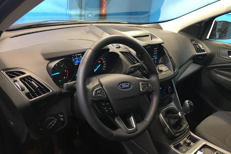 Alquiler barato de Ford Kuga 1.5 Ecoboost150 Trend 2wd con equipamiento AUX/Reproductor MP3 cerca de 28055 Madrid.