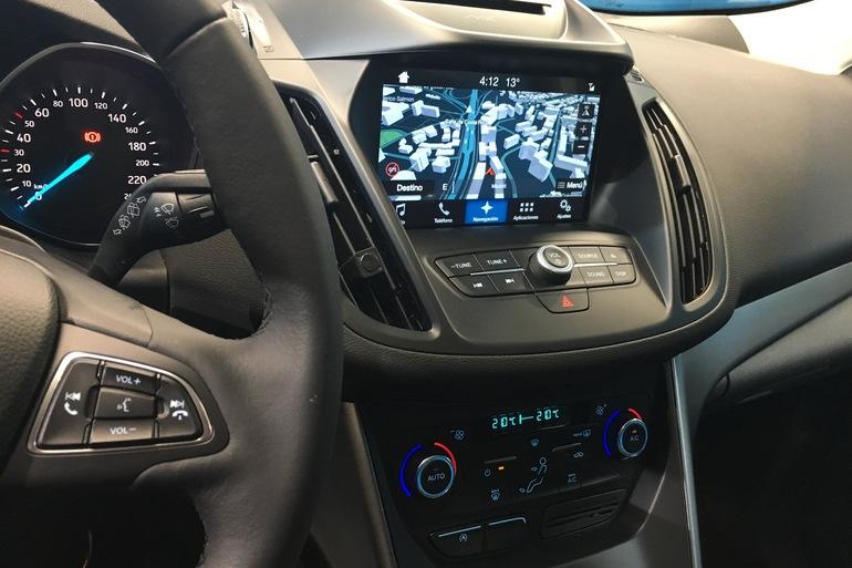 Alquiler barato de Ford Kuga 1.5 Ecoboost150 Trend 2wd con equipamiento Fijaciones Isofix cerca de 28055 Madrid.
