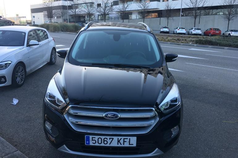 Alquiler barato de Ford Kuga 1.5 Ecoboost150 Trend 2wd con equipamiento Lector CD cerca de 28055 Madrid.