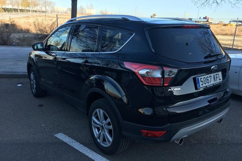 Alquiler barato de Ford Kuga 1.5 Ecoboost150 Trend 2wd con equipamiento Transportín de bicicletas cerca de 28055 Madrid.
