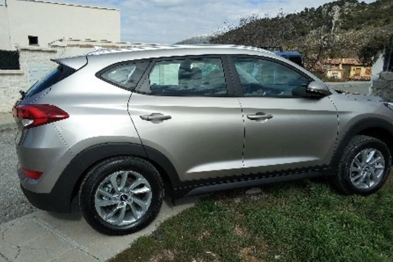 Alquiler barato de Hyundai Tucson 1.7crdi Bd Klass Nav 4x2 con equipamiento AUX/Reproductor MP3 cerca de 18014 Granada.