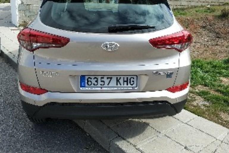 Alquiler barato de Hyundai Tucson 1.7crdi Bd Klass Nav 4x2 con equipamiento Fijaciones Isofix cerca de 18014 Granada.