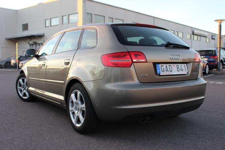 Billig biluthyrning av Audi A3 1,9 TDI med CD-spelare i närheten av 416 59 Göteborg.