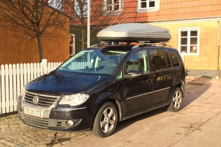 Billig billeje af VW Touran 2.0 Highline - 7 pers. med Anhængertræk nær 2800 Kongens Lyngby.
