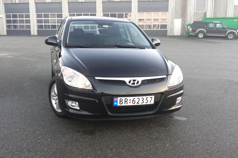 Billig leie av Hyundai i30 med AUX/MP3-inngang nærheten av 7075 Trondheim.