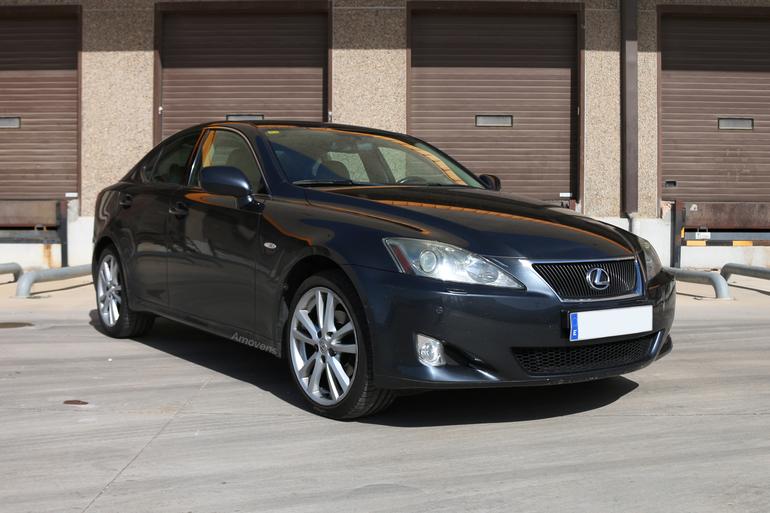 Alquiler barato de Lexus Is 220D Sport Multimedia con equipamiento GPS cerca de 28400 Collado Villalba.